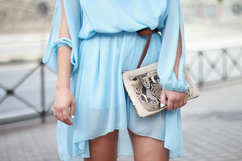 vestido_azul_fluído
