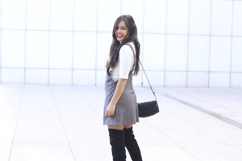 falda_con_botas_altas
