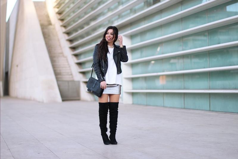 minifalda_y_botas_altas