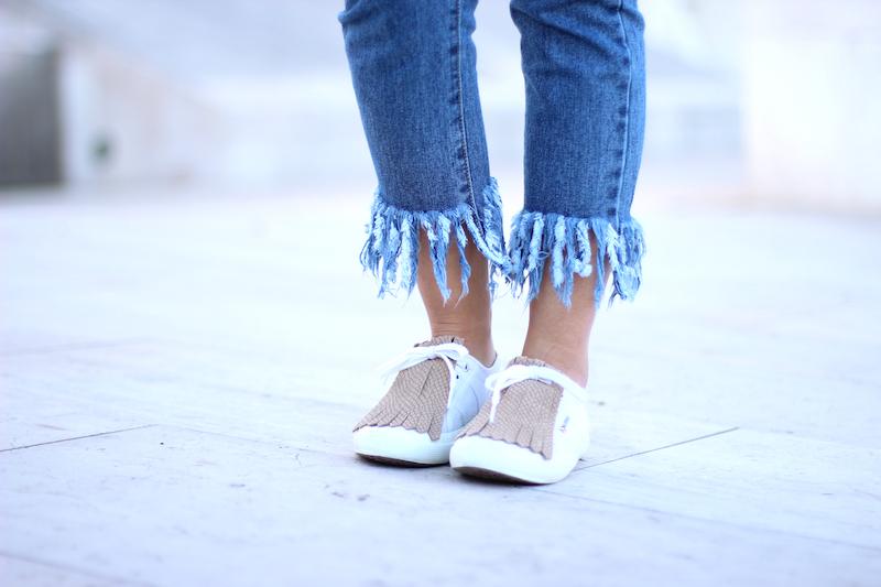 pantalones_con_flecos_bajo